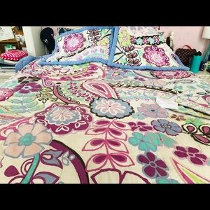 Queen Pottery Barn comforter and shams